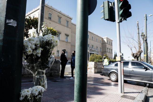 Εκτός Υπηρεσίας ο τροχονόμος που μίλησε απρεπώς σε ντελιβερά-αυτόπτη μάρτυρα του τροχαίου στη Βουλή | tanea.gr