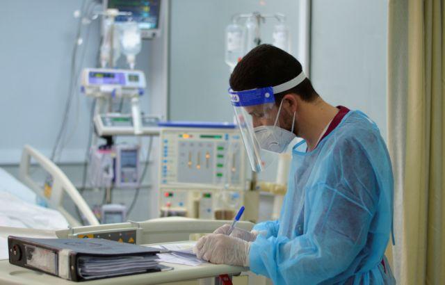Στη μέγγενη του κοροναϊού τα νοσοκομεία – Δύσκολη μάχη στις εφημερίες | tanea.gr