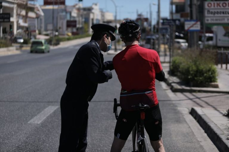 Μετακινήσεις: Τι ισχύει για τους κωδικούς 2 και 6 – Κομμωτήρια και εκτός του δήμου   tanea.gr