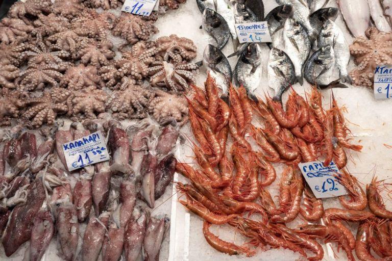 Καθαρά Δευτέρα : Συνωστισμός στη Βαρβάκειο για τα ψώνια της τελευταίας στιγμής   tanea.gr