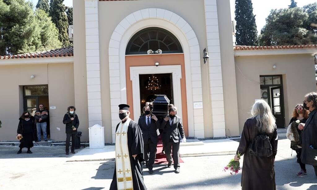 Θλίψη στην κηδεία του Θόδωρου Βανδώρου   tanea.gr