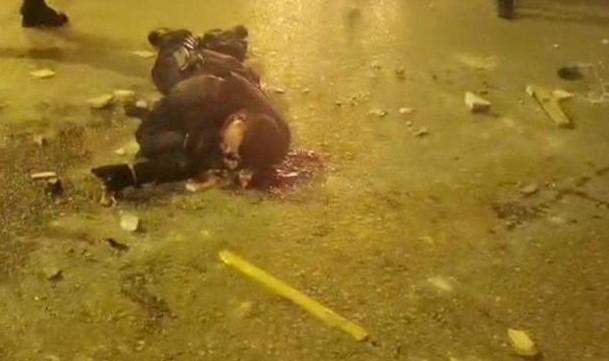 Νέα Σμύρνη : Καρέ – καρέ η επίθεση στον αστυνομικό | tanea.gr