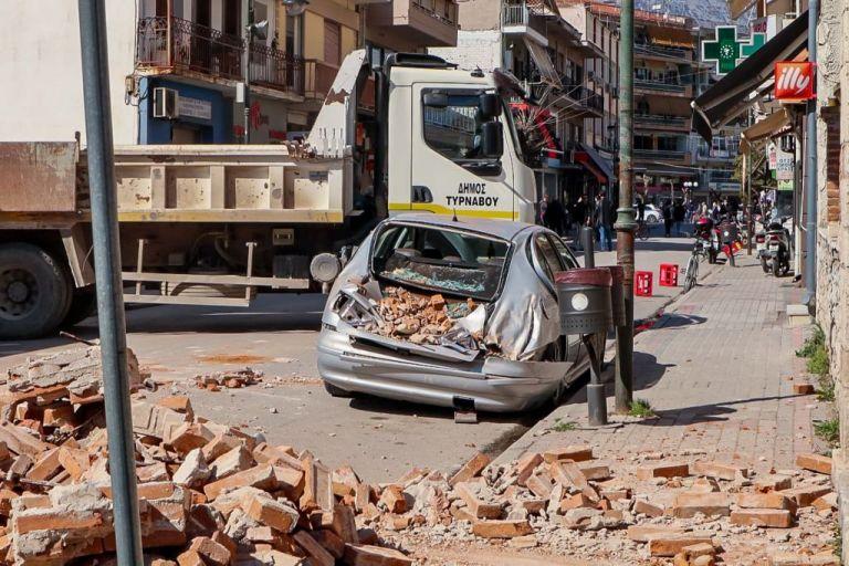 Σεισμός : Στήνονται σκηνές στο γήπεδο Δαμασίου για τη διανυκτέρευση κατοίκων | tanea.gr