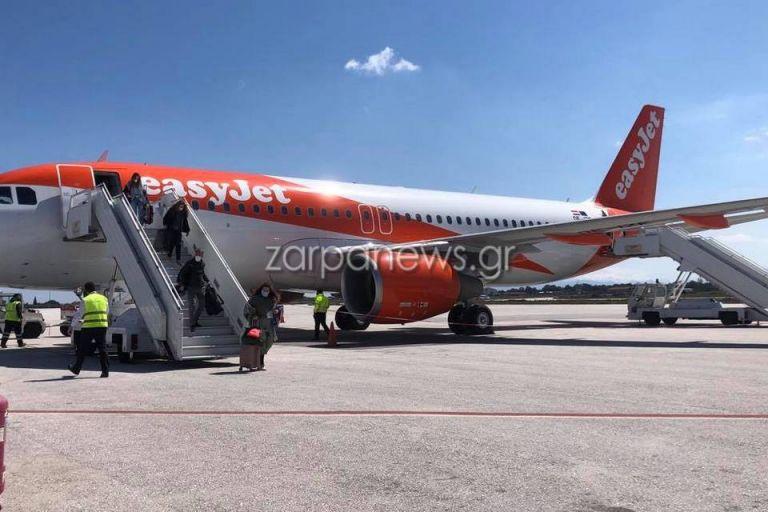 Χανιά : Έφτασαν οι πρώτοι τουρίστες – Ξεκίνησαν οι πτήσεις και προς Ηράκλειο | tanea.gr