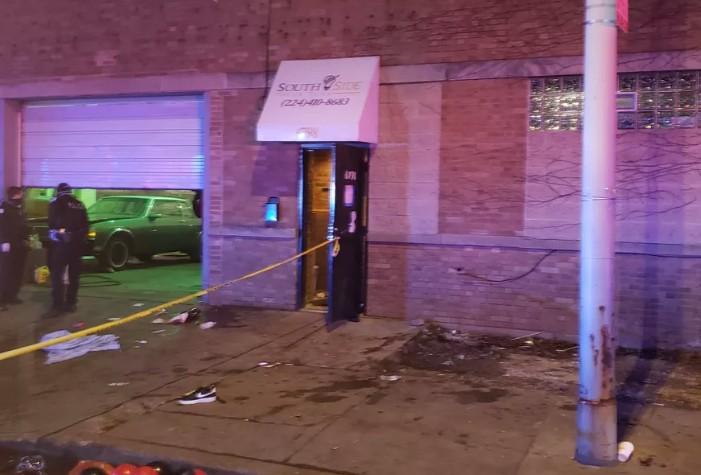 Σικάγο : Τουλάχιστον δύο νεκροί και 13 τραυματίες από πυροβολισμούς   tanea.gr