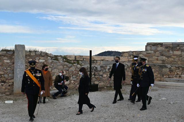 Σακελλαροπούλου: Ενότητα και αλληλεγγύη είναι η μεγαλύτερη δύναμη του Έθνους μας | tanea.gr