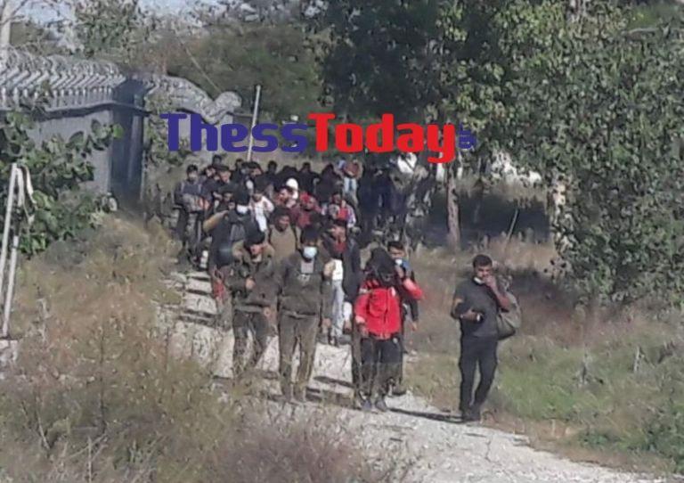 Αυξάνονται οι ροές μεταναστών στην Ειδομένη   tanea.gr
