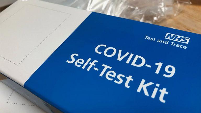 Self test : Ποια η διαφορά τους από κλασικά rapid test - Από την μύτη ή το στόμα η λήψη;   tanea.gr