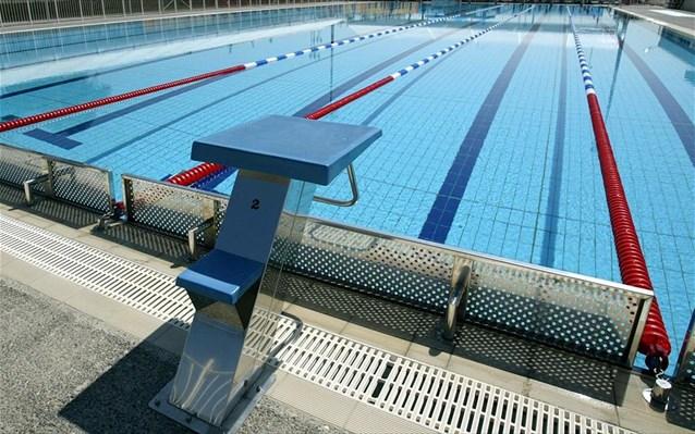 Καταγγελία-σοκ από την ανήλικη για τον παράγοντα κολύμβησης: «Έβαλε να δούμε πορνό και με βίασε» | tanea.gr