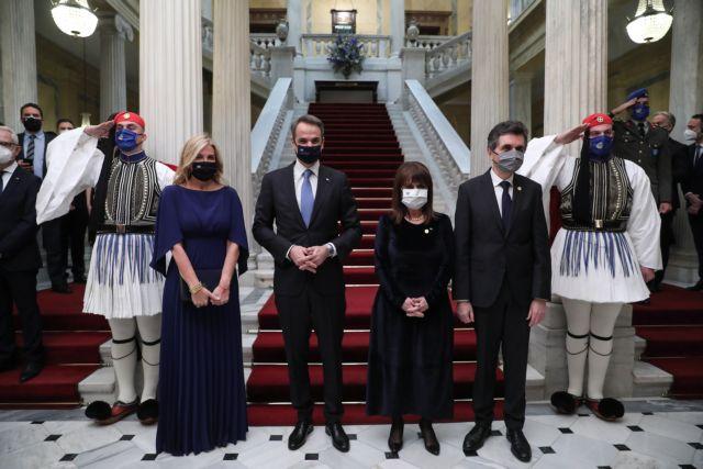 Ποιες κυρίες έκλεψαν την παράσταση στο Προεδρικό Μέγαρο | tanea.gr