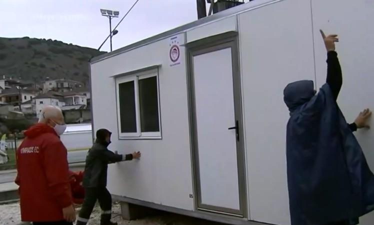 Έφτασαν στο Δαμάσι ακόμα 4 οικίσκοι της δωρεάς του Ολυμπιακού και του Βαγγέλη Μαρινάκη | tanea.gr