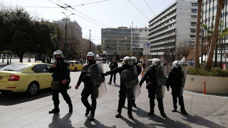 Μικροεπεισόδια στη συγκέντρωση υπέρ του Κουφοντίνα στο κέντρο της Αθήνας   tanea.gr