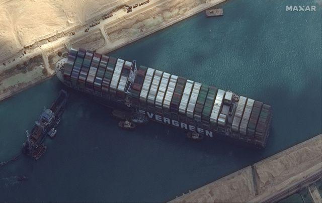 Σουέζ : Έτοιμες να βοηθήσουν οι ΗΠΑ για το φρακαρισμένο πλοίο   tanea.gr