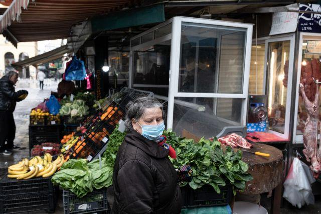 Λαϊκές αγορές : Γιατί απειλούν με κινητοποιήσεις οι παραγωγοί | tanea.gr
