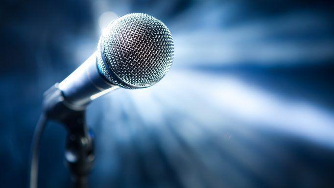 Καταγγελία κατά γνωστού τραγουδιστή από την σύζυγό του για τον ξυλοδαρμό της   tanea.gr