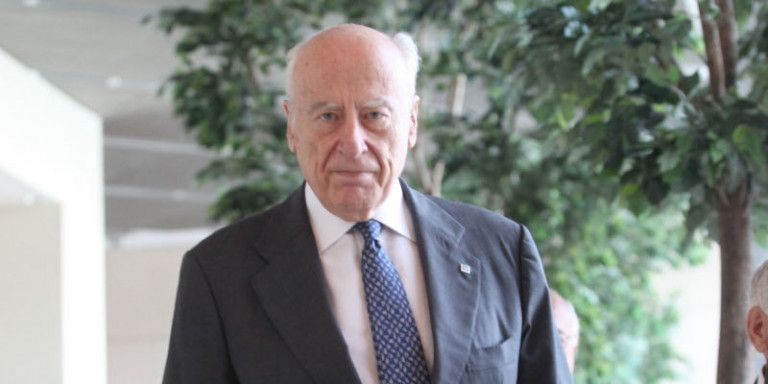 Η ανάρτηση Βενιζέλου για τον πατριάρχη των τραπεζιτών Γιάννη Κωστόπουλο   tanea.gr