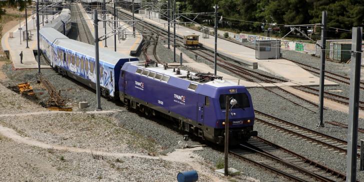 Εκτροχιασμός τρένου στον σιδηροδρομικό σταθμό του Αγίου Ανδρέα στην Πάτρα   tanea.gr