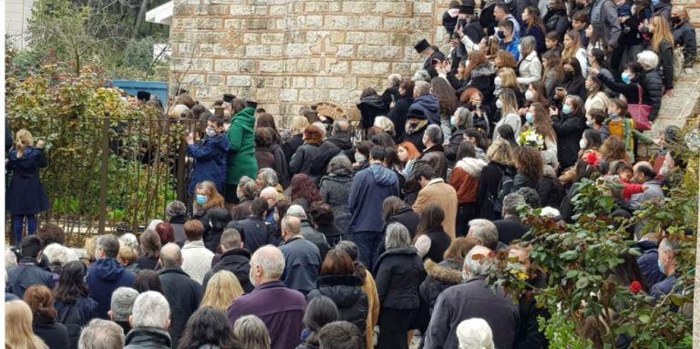 Άγ. Στέφανος: Πρωτοφανής συνωστισμός σε κηδεία αρχιμανδρίτη | tanea.gr