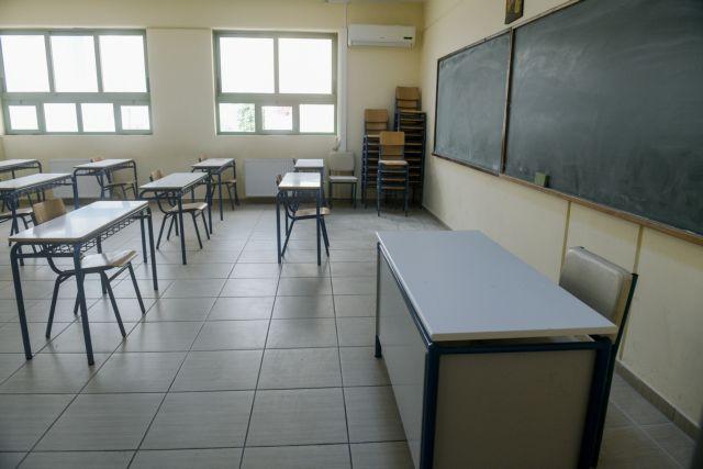 Σύρος : Μαθήτρια κατήγγειλε ότι την χτύπησε καθηγήτρια μέσα στην τάξη | tanea.gr