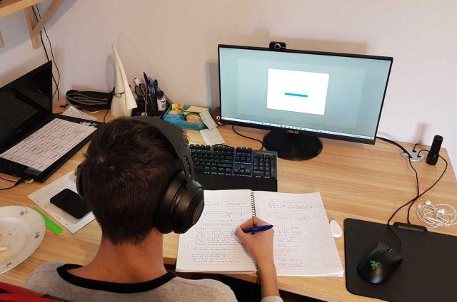 Υποχρεωτική η τηλεκπαίδευση για τους μαθητές που συνοικούν με ευπαθείς ομάδες | tanea.gr