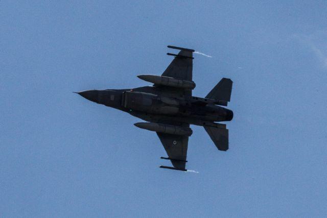 Διέλευση μαχητικών αεροσκαφών πάνω από την Ακρόπολη στις 14:00 | tanea.gr