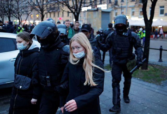 Ρωσία: Περίπου 1.800 συλληφθέντες στις διαδηλώσεις υπέρ του Αλεξέι Ναβάλνι | tanea.gr