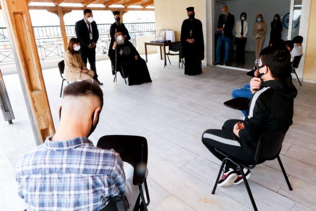 Φίλης: Το «μπράβο» στην ΠτΔ και οι αιχμές για τον αποκλεισμό των προσφυγόπουλων από το σχολείο | tanea.gr