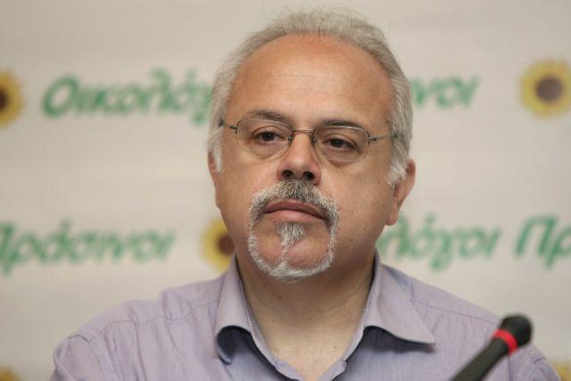 Με κοροναϊό ο Μιχάλης Τρεμόπουλος - Νοσηλεύεται διασωληνωμένος | tanea.gr