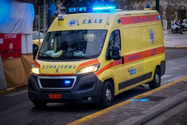 Στο ΚΑΤ διακομίσθηκε ο 17χρονος που χτυπήθηκε από βαρελότο στην Πάτρα | tanea.gr