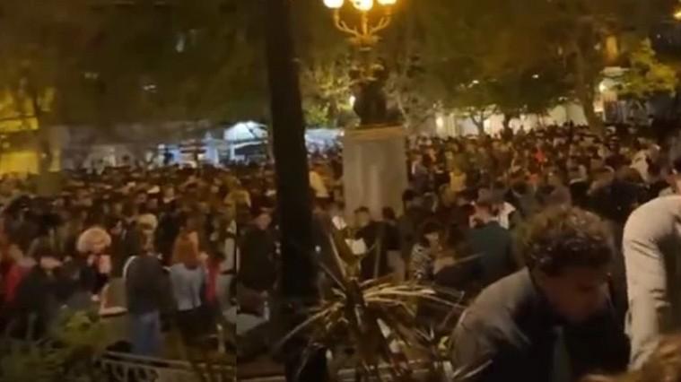 Πλατεία Αγίου Γεωργίου: Γιατί δεν επενέβη αστυνομία στο κορoνοπάρτι των 3.000 ατόμων | tanea.gr