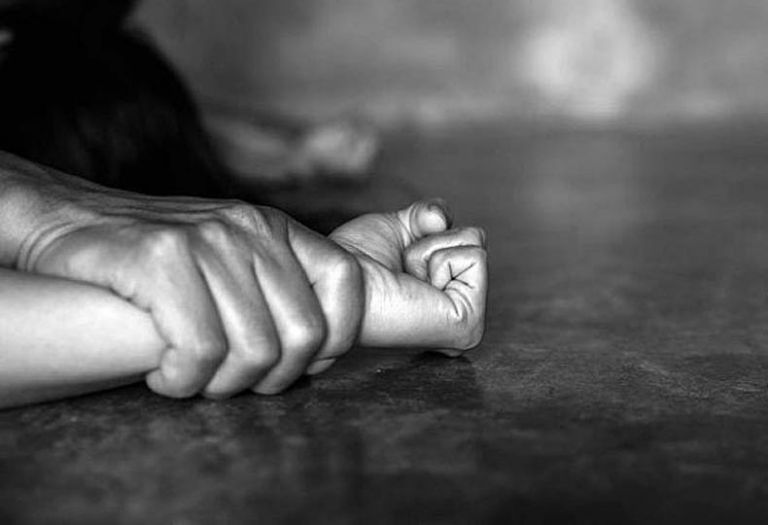 Σοκ από την υπόθεση βιασμού ανήλικης επί σειρά ετών από τον παππού της   tanea.gr