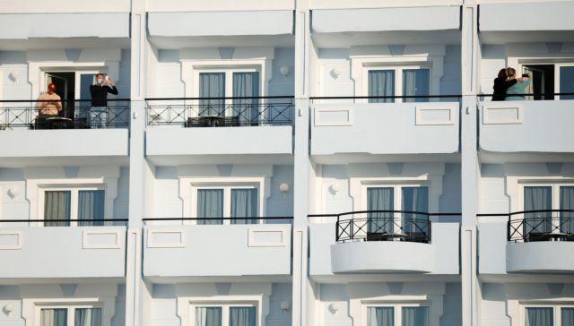 Τι λένε οι Ολλανδοί που ήρθαν  για... πειραματικές διακοπές με ασφάλεια στη Ρόδο | tanea.gr
