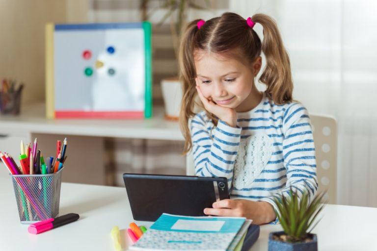 Πρόγραμμα Ψηφιακής Μέριμνας 2021: Μαθητές, φοιτητές και σπουδαστές επιλέγουν τo Public | tanea.gr