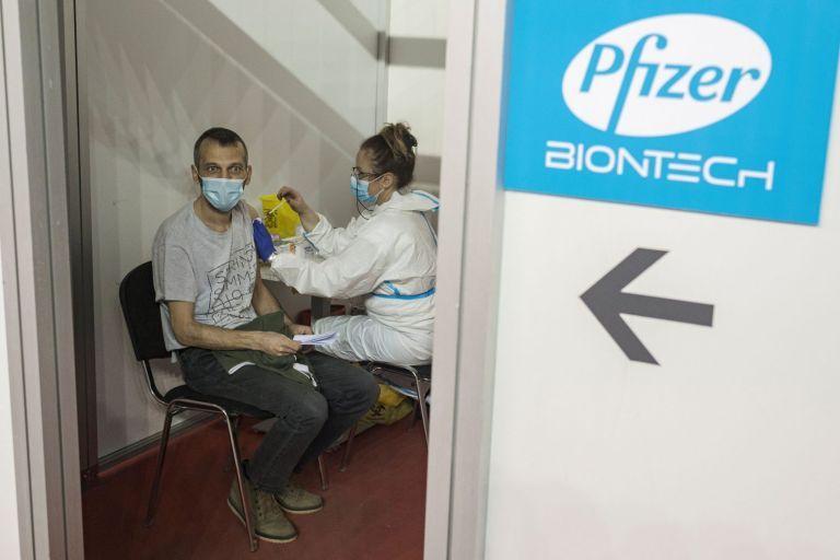 Εμβόλιο Pfizer: Τρίτη δόση μετά από 9 – 12 μήνες για 100% προστασία | tanea.gr