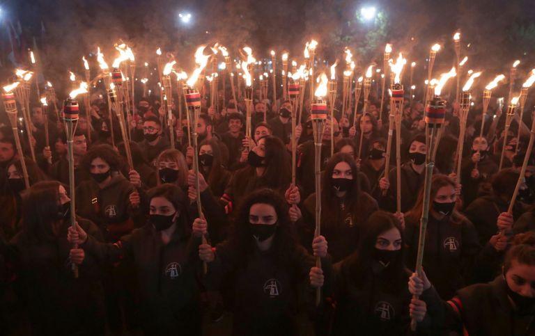 Αρμενία:  Μεγάλη διαδήλωση - φόρος τιμής στα θύματα της γενοκτονίας   tanea.gr