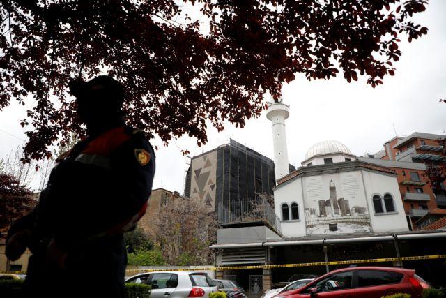 Τίρανα : Επίθεση με μαχαίρι μέσα σε ένα τέμενος | tanea.gr