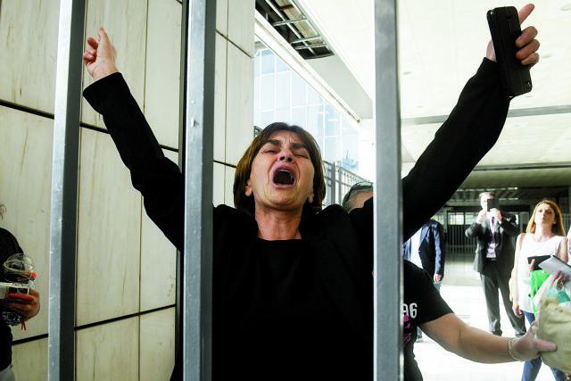 Γιώργος Καραϊβάζ : Ραγίζει καρδιές το «αντίο» από τη μητέρα της Ελένης Τοπαλούδη | tanea.gr