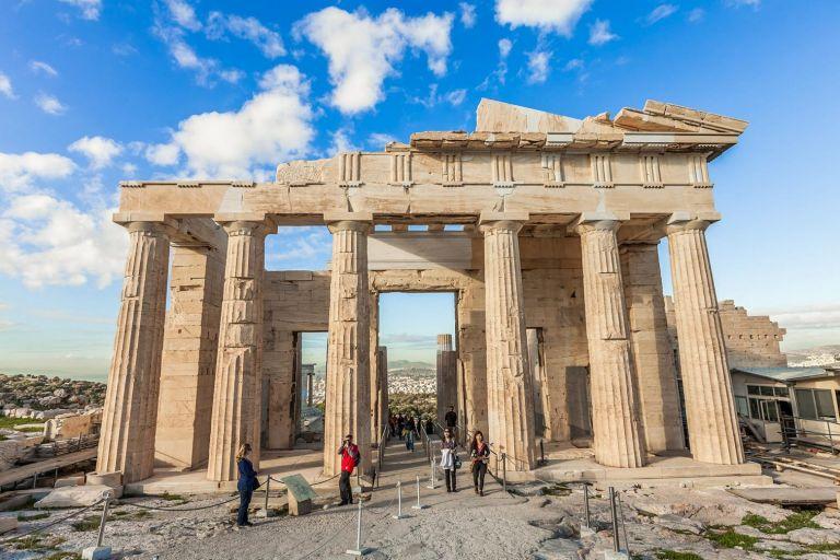 Σύγκρουση Μενδώνη-Αναγνωστοπούλου για το ατύχημα επισκέπτη με ειδικές ανάγκες στην Ακρόπολη | tanea.gr