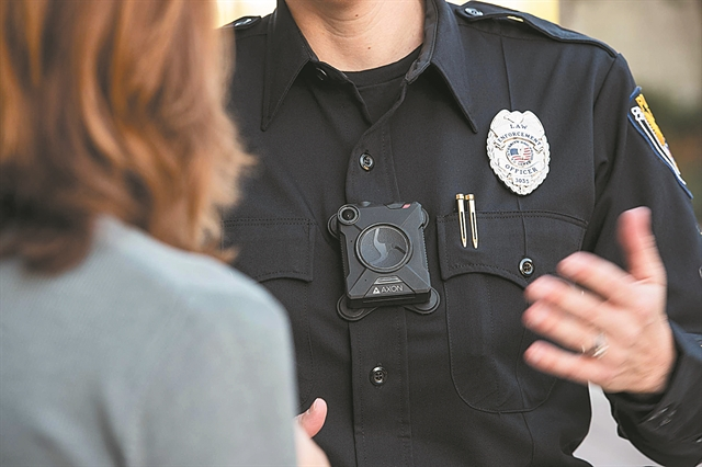 Κάμερες και σε περιπολικά - Ολοι οι αστυνομικοί με διακριτικά | tanea.gr