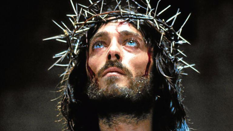 Ο Ιησούς από τη Ναζαρέτ: Ετσι ο Τζεφιρέλι έκανε καθηλωτικό το βλέμμα του Ρόμπερτ Πάουελ   tanea.gr