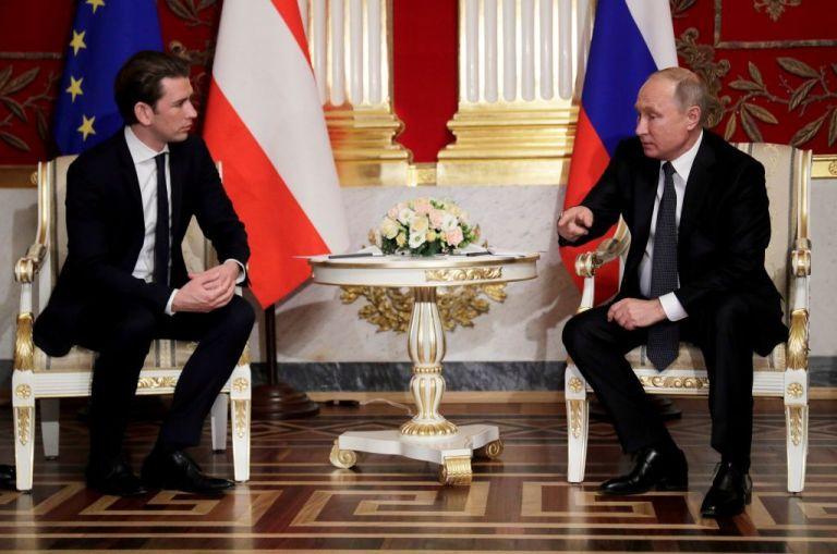 Ενα βήμα πιο κοντά η Αυστρία στο να αγοράσει το Sputnik V | tanea.gr