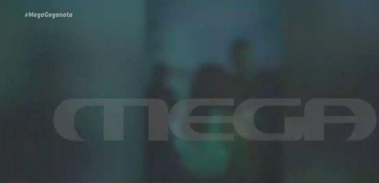 Αποκλειστικό βίντεο: «Κορονοπάρτι» σε σπίτι στο κέντρο της Αθήνας | tanea.gr