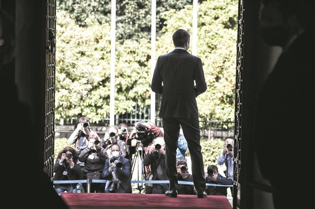 Πολιτική επανεκκίνηση με το βλέμμα στη μεσαία τάξη   tanea.gr