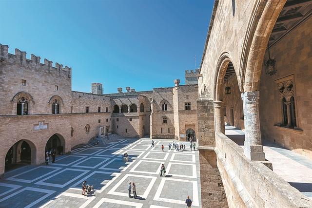 Από το Παλάτι των Ιπποτών στην Κουκουρίτσα και στο Αχίλλειον | tanea.gr