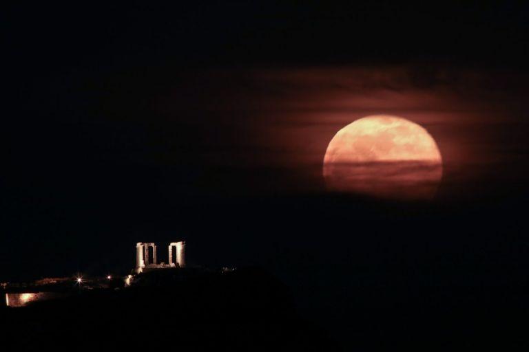 Εντυπωσιακή η ροζ πανσέληνος – Μαγευτικές εικόνες από Σούνιο και Θεσσαλονίκη | tanea.gr