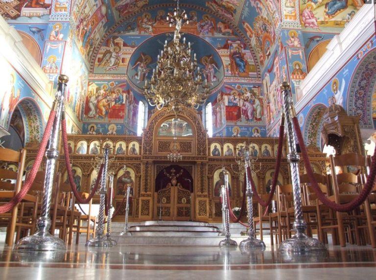 Ιερέας: Θα μπορούσα να απαγορεύσω την είσοδο στην εκκλησία σε εμβολιασμένους   tanea.gr