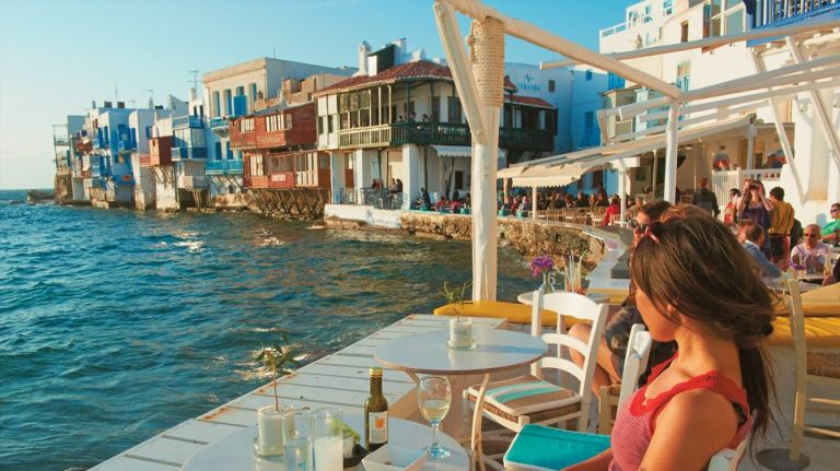 Μύκονος: Ένα νησί από «χρυσάφι» – Ο καφές των… 150 ευρώ και η μπριζόλα των 5.000 ευρώ!   tanea.gr