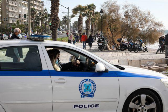 Επεισοδιακή σύλληψη στη Γλυφάδα: Τους κυνήγησαν αστυνομικοί και... πέταξαν σακούλα με 25.000 ευρώ | tanea.gr