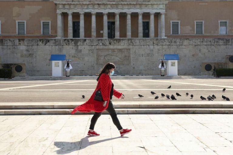Κοροναϊός: Πότε θα πετάξουμε τις μάσκες – Τρεις ειδικοί απαντούν | tanea.gr