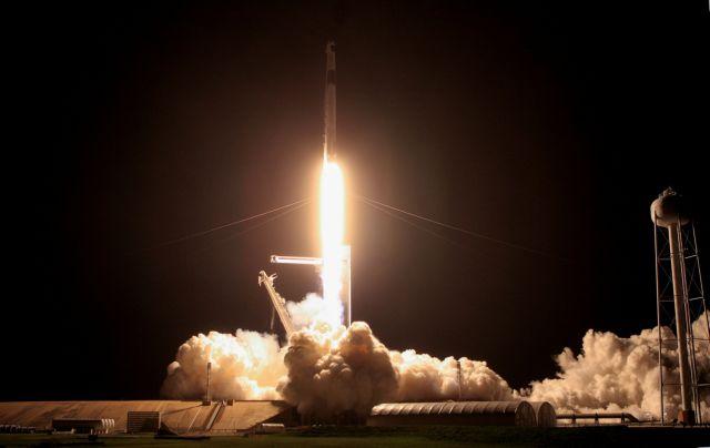 Επέστρεψε στη Γη η κάψουλα της SpaceX – Η εντυπωσιακή προσθαλάσσωση   tanea.gr